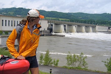 Kelsey scans the scene at Persnnbeug lock and dam to decide on a spot for a safe entry.